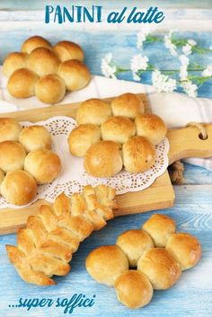 Kiss The Cook, Latte Recipe, Bread Rolls, Hot Dog Buns, Biscotti, Finger Foods, Buffet, Food And Drink, Cooking Recipes
