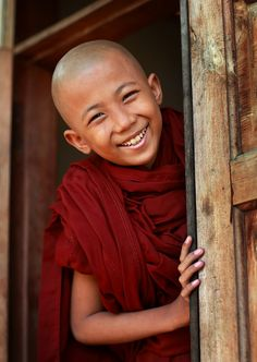 Myanmar, monks and novices by Dietmar Temps Photographer's Note:Young Buddhist novice seen in Ma Soe Yein Nu Kyaung, Mandalay Beautiful Smile, Beautiful Children, Beautiful World, Beautiful People, Just Smile, Happy Smile, Smile Face, Happy Eyes, Happy Art
