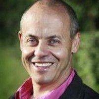 """New Podcast FR (16'46) - Robert Duthy nous parle de ses trois casquettes: son métier au ministère de la défense, son activité d'administrateur pour Epsilon et son rôle de formateur pour Evoluo. Vous pouvez encourager notre projet par un """"J'aime"""" de notre page FaceBook, en nous suivant sur notre page entreprise Linkedin ou encore sur Twitter, Soundcloud, Google+, Pinterest...Merci! #VisionsAtWork #HRmeetup #Formateur #RobertDuthy #ThePodcastFactory #Podcast #Formations #LaDéfense #Epsilon…"""