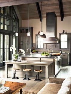 Eclectic Kitchen, Kitchen Interior, New Kitchen, Kitchen Dining, Kitchen Decor, Kitchen Ideas, Loft Kitchen, Kitchen Cabinets, Kitchen Inspiration
