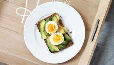 Nejjednodušší domácí játrová paštika | foodnotes.cz Avocado Egg, Eggs, Breakfast, Food, Morning Coffee, Meal, Egg, Essen, Hoods