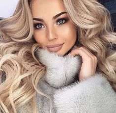 Layered Curly Hair, Dying My Hair, Snow Outfit, Luxury Girl, Fur Clothing, Good Looking Women, Fur Fashion, Perfect Woman, Gorgeous Women