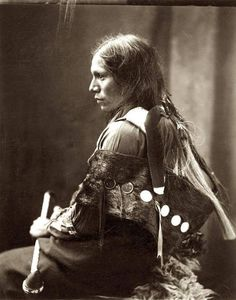 Kiowa Girl, Indian Portrait by Edward Curtis. Spokane Indian woman, ca. 1897 Noatak Inuit hopi girl Lakota Sioux Indian Man by Edward Curtis, Native American Photos, Native American Women, Native American History, Native American Indians, Indian Man, Native Indian, Indian Tribes, Indian Symbols, Spokane Indians