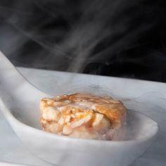 Bapho do dragão!!!!! Pipoca congelada em nitrogênio líquido!!!! #pocotapas #baphododragão #tapas #tripadvisor #theartofplating #gastronomiamolecular #gastronomiamolecularbrasil #curitiba #cheffabiomattos #molecularfood by pocotapas