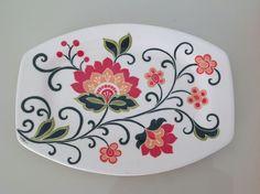 Ceramic painted by Mara Ribeiro - Santa Cerâmica Glass Ceramic, Ceramic Plates, Ceramic Art, Diy Bag Painting, Fabric Painting, Pottery Painting, Ceramic Painting, Flower Art Images, Keramik Design