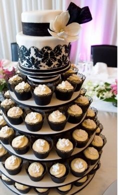 i adore the 2nd teer of the cake and blk n white are the colors for my bridal shower....