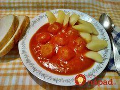 Túto paradajkovú omáčku som našla v knižke ručne písaných receptov po babičke, ide o vzácny recept na najchutnejšie jedlo, aký som za dlhý čas jedla. Omáčka je vynikajúca so zemiakmi alebo knedľou. Perfektné jedlo, odporúčam.