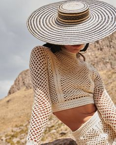 Our EEONOR crop top is knitted in crochet inspired in the Cantuta flower 🌾 this is the Peruvian national Flower which is typically found in… Crochet Crop Top, Crochet Blouse, Crochet Bikini, Knit Crochet, Knitwear Fashion, Knit Fashion, Cooler Look, Modern Crochet, Crochet Clothes