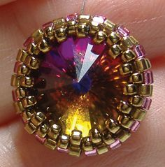 Creating a Peyote Bezel... very detailed step-by-step instructions & photos... thank you, Deborah Roberti, for creating such outstanding tutorials!