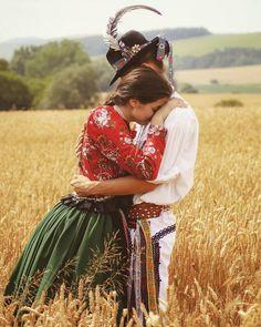 Chráňme si to čo je naše! European Tribes, Hungarian Dance, German Folk, Folk Dance, Folk Fashion, Folk Costume, Dance Photography, Traditional Dresses, Dance Wear