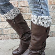 Make these Gabrielle Crochet Boot Cuffs with this {FREE PATTERN} for Fall!! This Super Easy Design makes for a quick day project!!