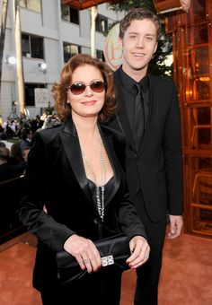 Susan Sarandon and son Jack Henry Robbins.he looks just like his dad, Tim Robbins Celebrity Babies, Celebrity Couples, Susan Surandon, Dear Momma, Salma Hayek Body, Tim Robbins, Golden Globe Award, Family Affair, Celebs