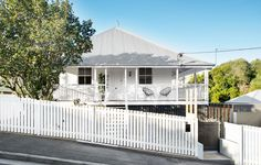 The Design Files Daily -Â A Contemporary Queenslander Beach Cottage Style, Beach Cottage Decor, Australian Sheds, Queenslander House, American Barn, Cottage Renovation, Gate House, Shed Homes, The Design Files