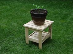 Pallet potted plant table