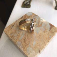OBA! Tem parceiro novo no CEUB pra deixar seu casamento ainda mais especial!  A @lojasrubi está há 38 anos no mercado e trabalha com joias aneis de noivado e alianças MARAVILHOSAS. . Veja mais no Instagram@lojasrubi . Site: www.lojasrubi.com.br E-mail: vendas@lojasrubi.com.br