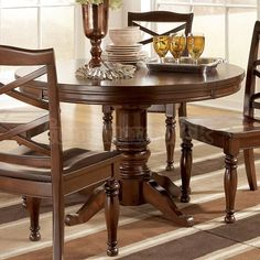Porter Round/ Oval Dining Table WITH LEAF!!