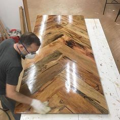 build wood table top how sick is this herringbone style table top from too cool not to share build how to build a wooden table top jump Bar Furniture, Pallet Furniture, Furniture Projects, Custom Furniture, Wood Projects, Furniture Plans, Garden Furniture, Outdoor Furniture, Bedroom Furniture