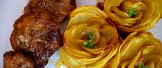 Muschiulet de porc cu unt si trandafiri din cartofi