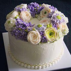 """#buttercream#flowercake#플라워케이크#carrotcake#당근케이크#라넌큘러스 #작약#수국#미뜰리에#mitelier 미뜰리에 공방' 플라워 케이크 클래스 케익디자인 및 디저트 제작주문 오픈준비중"""