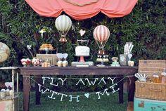 Chá de cozinha romântico casamento - mesa de doce bolo Foto: The sweetest occasion)