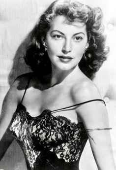 Hollywood Icons, Golden Age Of Hollywood, Vintage Hollywood, Hollywood Actresses, Actors & Actresses, Classic Hollywood, Ava Gardner Photos, Ava Gardener, Most Beautiful Hollywood Actress