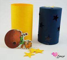 Convite Infantil Pequeno Príncipe - Modelo Tubo    Convite em Papel Color Plus 180gr.  Produto vai embalado em saquinho de celofane.    Quantidade Mínima: 20 unidades