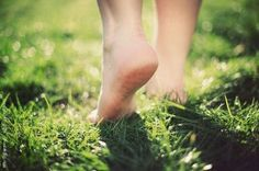 Grounding Is a Key Mechanism by Which Your Body Maintains Health ~ http://www.wakingtimes.com/2014/08/07/grounding-key-mechanism-body-maintains-health/