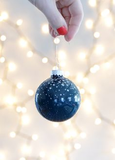 Fast and easy diy painted glass christmas ornament pinterest painted glass christmas ornament 7 solutioingenieria Gallery