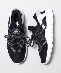 NIKE Huarache NM Dotted Laces