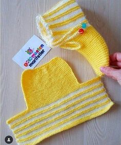 New crochet baby socks knitted slippers ideas Knitting Socks, Free Knitting, Baby Knitting, Knitting Patterns, Crochet Patterns, Crochet Ideas, Knitting Needles, Crochet Baby Socks, Crochet Shoes