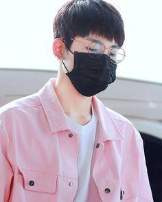 ♡ 김포공항 Gimpo Airport on the way to Japan 160804   ©Wanna U 『#세븐틴 #SEVENTEEN #원우 #Wonwoo』 Wonwoo in pink is something I'd like to see more often