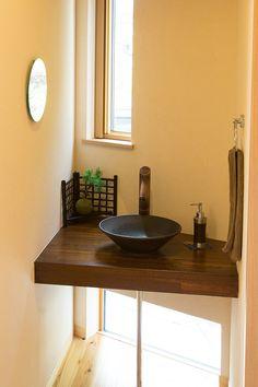 【洗面カウンター】小さな和風の洗面台。 木製カウンターと陶器のボールが良く似合います。|おしゃれ|かわいい|造作洗面|洗面室|洗面台|洗面ボウル| Houzz, Hand Washing, Double Vanity, Basin, House Plans, Dining Table, Interior Design, Bathroom, Wood