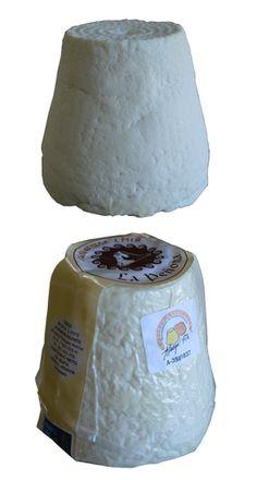 Afuega'l Pitu Curado Blanco -EL QUESO AFUEGA'L PITU CON D.O.P., Es un queso graso que puede ser fresco o madurado, elaborado con leche entera pasterizada de vaca, de pasta blanda obtenida por coagulación láctica, de color blanco o bien anaranjado rojizo si se le añade pimentón. No obstante lo anterior, los quesos que tengan un periodo de maduración de 60 días, no será requisito imprescindible la pasterización de la leche.
