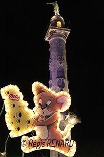 """Manège : Sauve qui peut !  - fête foraine à Bordeaux Cette photo fait partie de mon livre d'art sur les manèges intitulé : """"Tours au Coeur de l'Art, Embarquement Immédiat !"""""""