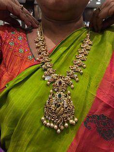 Pinterest@achyi Gold Chain Design, Gold Jewellery Design, Indian Wedding Jewelry, Bridal Jewelry, India Jewelry, Gold Bangles, Gold Earrings, Patiala, Diamond Jewelry