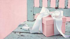 """Fazendo Arte & Mulher: Laço de fita...  """"Como um lindo laço de fita que envolve um presente"""", assim, abrace as pessoas... Que elas se sintam especiais e que saibam da sua alegria pela valiosa dádiva, de tê-las em sua vida! #CikaParolin"""