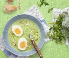 Spenat- och rucolasoppa med parmesan och ägghalvor | Recept ICA.se