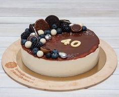 """Tento týden jsme tu měli mnoho dortů určené pro muže. A tento #dort není výjimkou - """"Ptačí mléko"""" v menším provedení. Na fotce vidíte lahodný čokoládový dort. Přeji Vám krásný pátek. Эта неделя была богата на торты для мужчин. И этот торт не исключение - """"Птичье молоко"""" в строгом оформлении. Кстати цифра на торте из шоколада. С пятницей всех."""