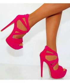 Hot Pink Pumps: I could NEVER wear these but they&39re pretty
