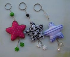 could be adapted for Christmas ornaments - - - LLAVERO Handmade Crafts, Diy And Crafts, Arts And Crafts, Felt Keychain, Keychains, Sewing Crafts, Sewing Projects, Creation Couture, Felt Ornaments