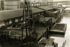 The wharves along the Portland waterfront in the late 1920s, shortly before they were destroyed and replaced with the seawall. (Image: City of Portland Archives)