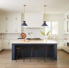 Hearts in our eyes. That's what we get when we look at the Savoy House Lamar pendants in the gorgeous navy blue finish. Look how perfectly it works with the white kitchen and blue island! Kitchen Lighting Design, Kitchen Lighting Fixtures, Kitchen Pendant Lighting, Kitchen Pendants, Copper Kitchen, White Kitchen Cabinets, Kitchen Design, Light Fixtures, Kitchen Countertop Organization