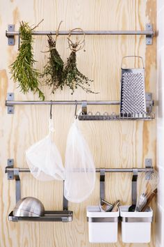 Kitchen tools you need every day are more useful when they're quick to find. GRUNDTAL rails with hooks and containers are a good solution for all the little bits and pieces that you couldn't live without.