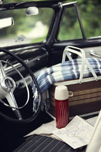 Road Trip // One of the simple & affordable weekend pleasure is packing for a picnic. Picnic Time, Summer Picnic, Fall Picnic, Vintage Picnic Basket, Picnic Baskets, Cars Vintage, Company Picnic, Simple Pleasures, The Great Outdoors