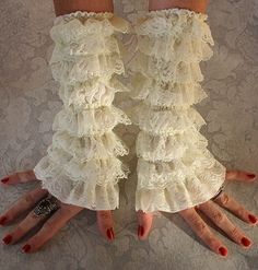 Lace Cuffs in Antique Ivory-