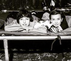 Stranger things o melhor casal amo. Onze e Mike,nome na vida real é Millie Boby e Finn