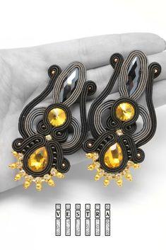 ZAMÓW PODOBNE Nelumbo- kolczyki sutasz - Niesamowita w formach biżuteria wykonywana techniką haftu sutasz.