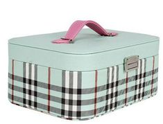 Top Bridal Vanity Box Designs To Buy Online For Your Wedding Makeup Vanity Box, Best Selling Makeup, Bridal Boxes, Wooden Vanity, Cosmetic Box, Vanity Design, Jewellery Boxes, Box Design, Bridal Accessories