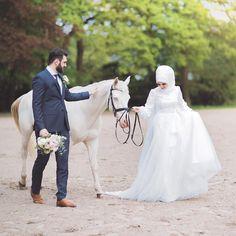dresses hijab muslim couples the bride Àñàm💜 Muslimah Wedding Dress, Disney Wedding Dresses, Wedding Hijab, Pakistani Wedding Dresses, Hijab Bride, Bridal Hijab, Horse Wedding Photos, Muslim Couples, Muslim Brides