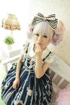 Sweet lolita isn't always pastel colours! Japanese Street Fashion, Tokyo Fashion, Harajuku Fashion, Kawaii Fashion, Lolita Fashion, Harajuku Girls, Mode Lolita, Lolita Style, Cute Kawaii Girl